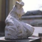 """""""Anioł bez skrzydeł"""" - rzeźba (biały beton) 1991r wys. 170cm własność Liceum Sztuk Plastycznych w Łodzi"""